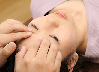 目の疲れは様々な痛みを引き起こします!