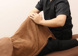 歩くと痛い、座ると痛い、膝の痛みのお悩みの方は是非ご相談ください!